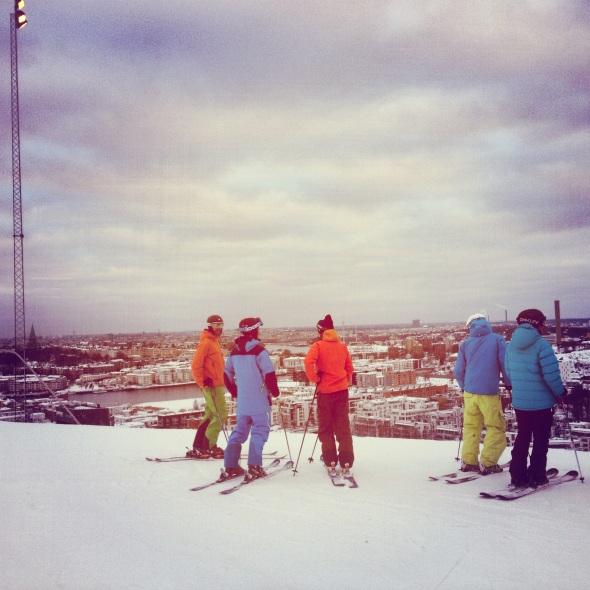 PÅ toppen av Hammarbybacken en tidig morgon