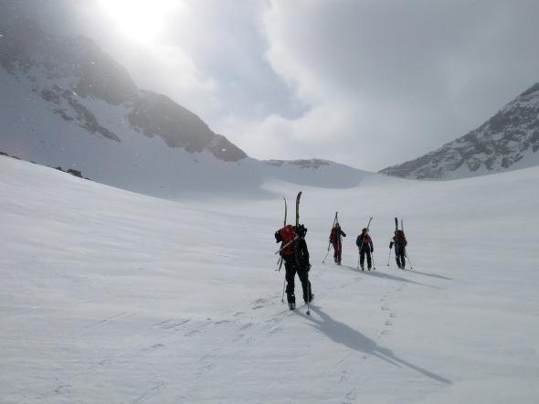 Skidorna på ryggen